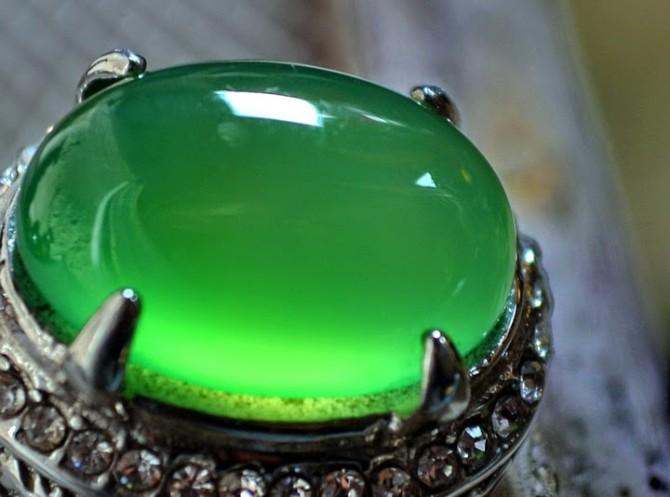 Keindahan Dan Khasiat Batu Akik Green Borneo