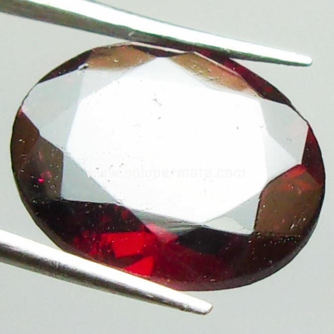 Kecantikan Batu Red Garnet